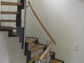 abgetreppte-Stahlwangentr.-ES-Pfosten-ES-Seilsystem-Holzhandlauf1