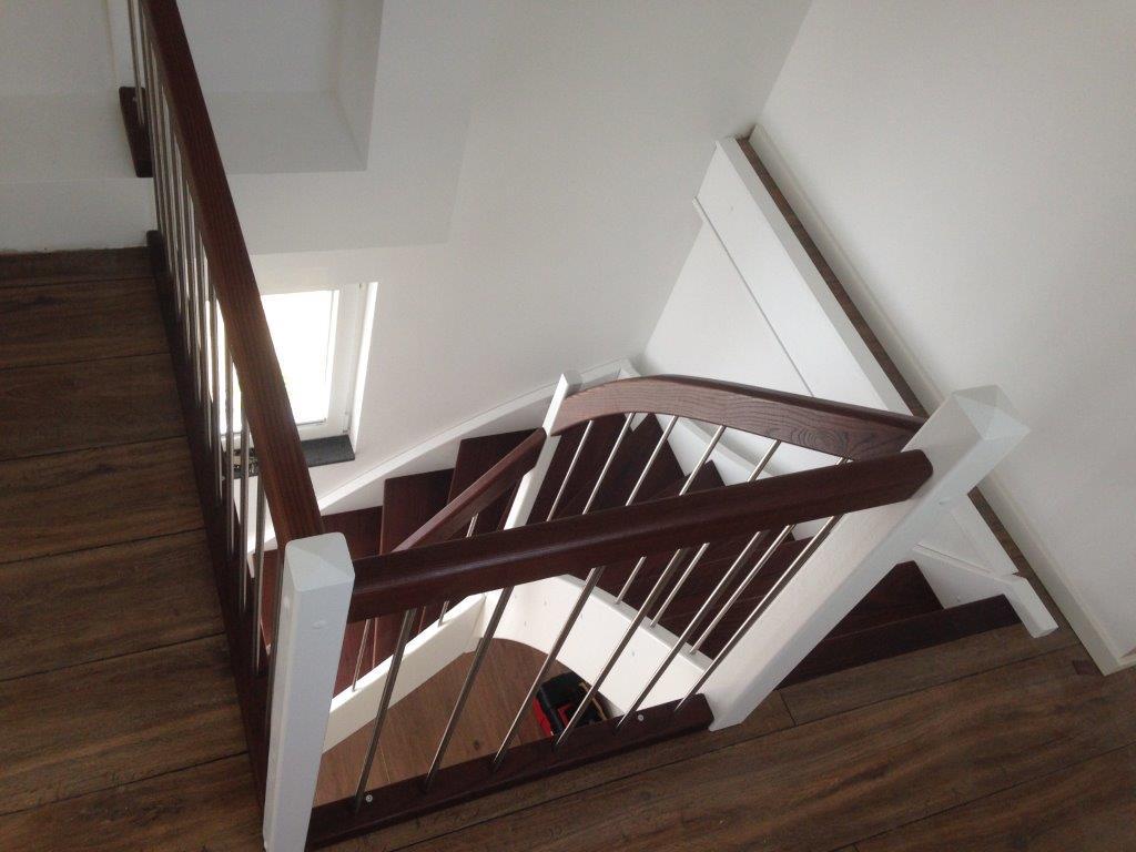 eingestemmt-Stufen-HL-Thermoesche-geölt-Wangen-und-Pfosten-Buche-mv-weiß-lackiert-GS-ES-11442