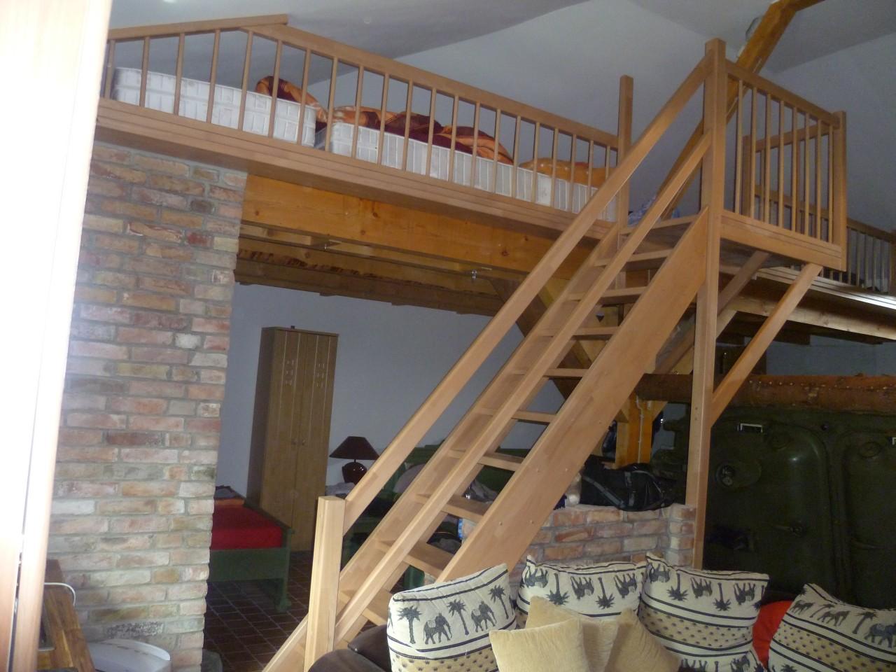 holztreppen rst escadalgarve. Black Bedroom Furniture Sets. Home Design Ideas